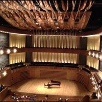 11/25/2012 tarihinde Bobby K.ziyaretçi tarafından Koerner Hall'de çekilen fotoğraf