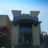 Photo taken at Houlihan's by Prometheis  XIII P. on 7/20/2013