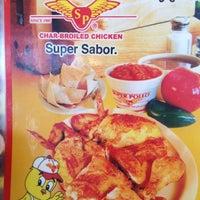 รูปภาพถ่ายที่ Super Pollo โดย Daniel Ernesto เมื่อ 9/27/2012