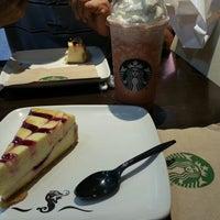 Foto tomada en Starbucks por Fendi el 6/30/2013