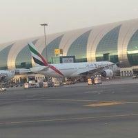 6/26/2013 tarihinde Redha A.ziyaretçi tarafından Dubai Uluslararası Havalimanı (DXB)'de çekilen fotoğraf