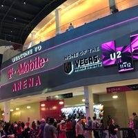 Foto tirada no(a) T-Mobile Arena por Tiffany D. em 4/16/2018