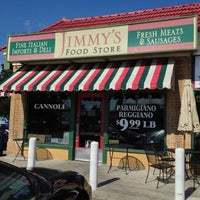 Photo prise au Jimmy's Food Store par Scott H. le10/17/2012