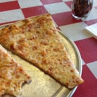 Снимок сделан в Carmine's Pizzeria пользователем Ed F. 11/18/2013