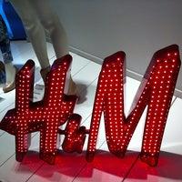 Foto tomada en H&M por Monse V. el 3/21/2013