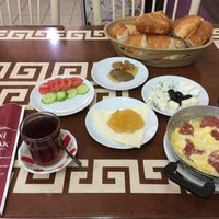 Foto diambil di Yeni İmsak Kahvaltı Salonu oleh Szabó J. pada 3/21/2018