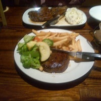 Photo taken at LongHorn Steakhouse by Kholood on 10/21/2012