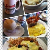 Foto tirada no(a) Jamm's Restaurant por Tracy S. em 12/17/2012