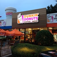 Photo taken at Dunkin Donuts / Baskin-Robbins by NICK S. on 8/11/2013
