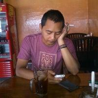 Photo taken at Warung Tongseng Pak Min by Dwi Herdi T. on 12/3/2012
