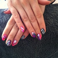 Foto scattata a Kynsistudio Zenails da Strawberry M. il 5/8/2014