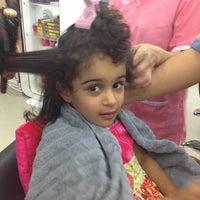 Photo taken at صالون نور القمة by Alzain on 10/26/2012