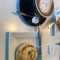 Das Foto wurde bei Tuihana Cafe. Foodstore. von Matheus B. am 5/28/2018 aufgenommen