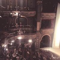 Das Foto wurde bei Aldwych Theatre von Victoria V. am 3/30/2013 aufgenommen