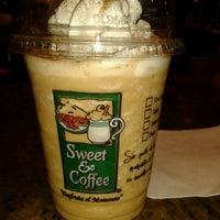 Foto tomada en Sweet & Coffee por Jully L. el 10/16/2012