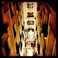 รูปภาพถ่ายที่ Legacy Ottoman Hotel โดย Emrah Yıldırım เมื่อ 2/23/2013
