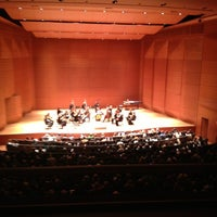 Foto tirada no(a) Alice Tully Hall at Lincoln Center por MariaJulia em 2/3/2013