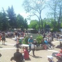 Foto tirada no(a) Jardins de Roland Garros por Atef B. em 6/4/2013