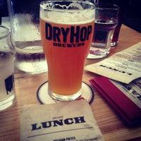 รูปภาพถ่ายที่ DryHop Brewers โดย rex c. เมื่อ 6/23/2013
