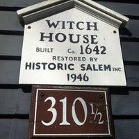 Das Foto wurde bei Witch House von Kel am 10/18/2012 aufgenommen