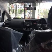 Photo taken at Honda Mugen - Pasar Minggu by Haritso on 1/7/2015