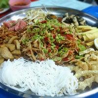 Photo taken at แจ่วฮ้อนสารคาม by Sasarak C. on 10/8/2014