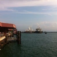 Foto scattata a Pulau Bukom Ferry Jetty da Sandi P. il 8/22/2014