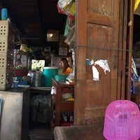 Photo taken at ราดหน้าโบราณ by MiizNC on 1/19/2015