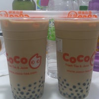 Photo taken at Coco Fresh Tea And Juice by Darren C. on 3/28/2014