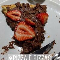 Das Foto wurde bei Pizza & Pizzas von Bruna C. am 12/14/2017 aufgenommen