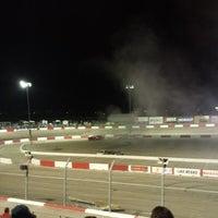 Foto tirada no(a) Bullring at Las Vegas Motor Speedway por Larry B. em 7/4/2014