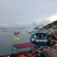 Photo taken at Koh Nang Yuan Dive Resort by Pratch on 2/15/2013