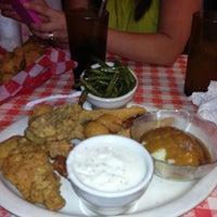Foto tirada no(a) Mel's Country Cafe por Jermaine em 6/23/2013