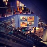 Снимок сделан в Cineworld пользователем Frederick F. 12/27/2012