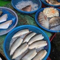 Photo taken at 酷老闆魚攤 by Jerome on 12/15/2012