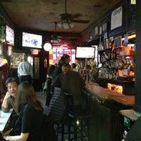 3/2/2013 tarihinde Rojoziyaretçi tarafından 7B Horseshoe Bar aka Vazacs'de çekilen fotoğraf