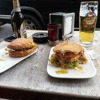 Das Foto wurde bei Burger & Bier von VLKNFRTGL am 5/29/2014 aufgenommen