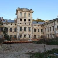 Photo taken at Дворцово–парковый ансамбль «усадьба Булгаков» by Anastasiya on 9/13/2014