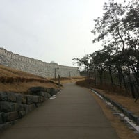 Photo taken at Seoul Namsan Fortress Wall Trail by Billy LEE on 1/28/2013