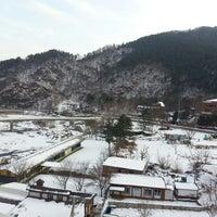 Photo taken at Kensington Resort Cheongpyeong by Billy LEE on 12/27/2014
