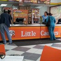 Foto tirada no(a) Little Caesars por Ana Lucia O. em 1/8/2013