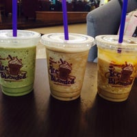 Photo taken at The Coffee Bean & Tea Leaf by gaby 🍀 on 10/24/2015