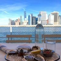 Foto tirada no(a) Island Oyster por Vivian L. em 10/22/2017