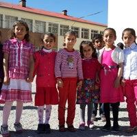 Photo taken at dumlupınar Ortaokulu by Metin on 4/24/2014