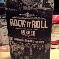 Foto tirada no(a) Rock 'n' Roll Burger por Renan C. em 3/30/2013