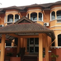 Photo taken at Kesedar Inn Gua Musang (Penginapan) by Shahrul Azril S. on 8/18/2014