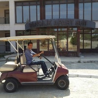 Photo taken at Klassis Golf & Contry Resort - Binicilik Tesisleri by Uğur Y. on 8/13/2013