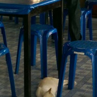 Photo taken at ก๋วยเตี๋ยวต้มยำ หลังโรงเรียนสุราษฎร์ธานี by Panu L. on 6/9/2014
