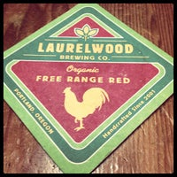 Photo prise au Laurelwood Public House & Brewery par Erin le12/19/2012