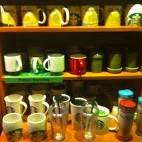 Foto tirada no(a) Starbucks por Jessica M. em 3/22/2013